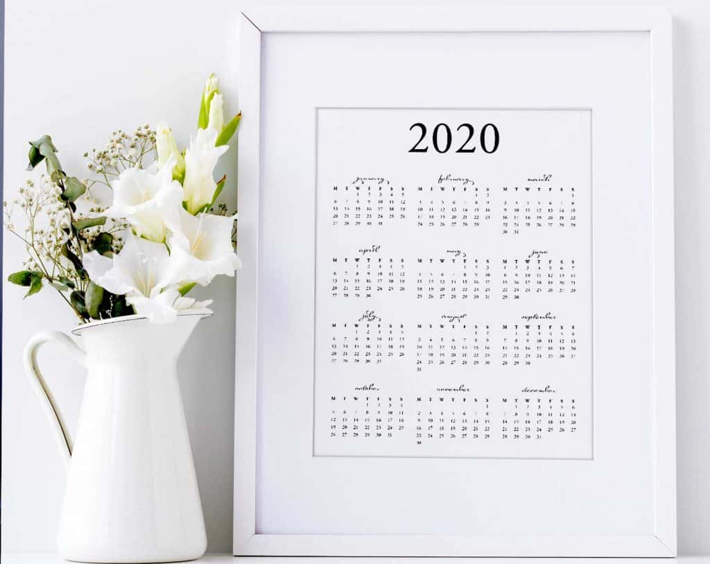 Modern chic style - FREE printable 2020 yearly calendar download on tortagialla.com